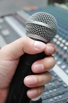 Come usare il microfono quando parliamo in pubblico