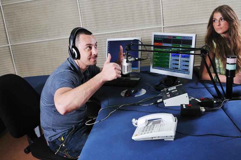 Come parlare al microfono quando siamo ospiti in radio
