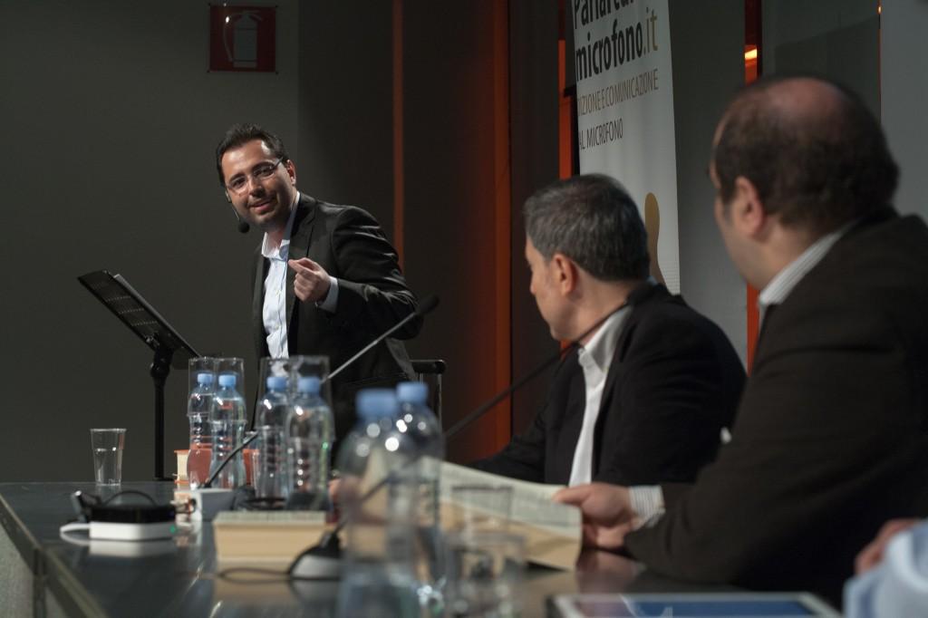 Patrick Facciolo, Paolo Audino e Tommaso Francesco Borri durante la conferenza stampa d'apertura. Come si può notare, non mancava l'acqua.