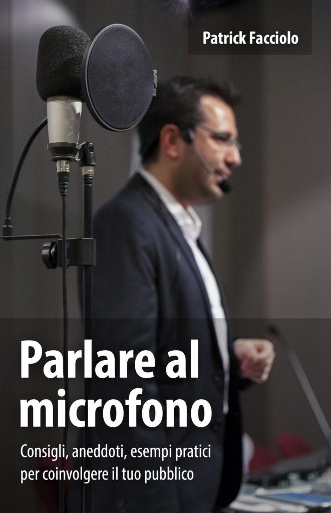 copertina parlare al microfono