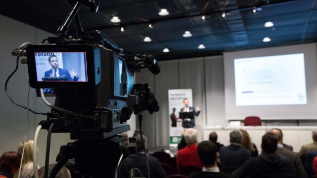 Corso di dizione e comunicazione al microfono • Milano, maggio-giugno 2010