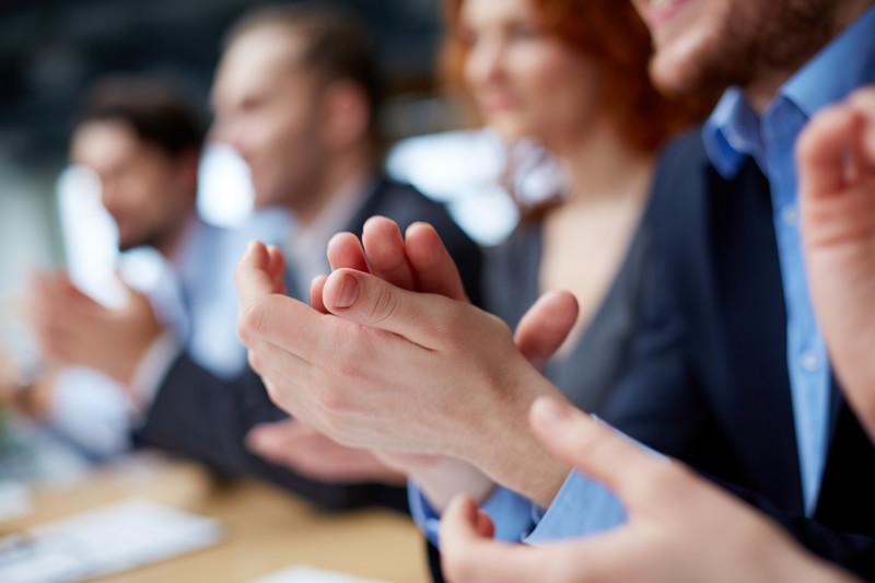 Public Speaking: quando (e come) chiedere l'applauso per introdurre i nostri ospiti